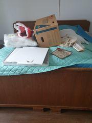 altes massives Bett Einzel oder