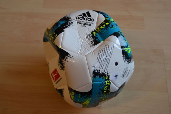 Verkaufe adidas Match Ball Replica
