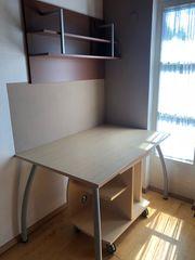 Schreibtisch mit Bücherregal und Rollcontainer