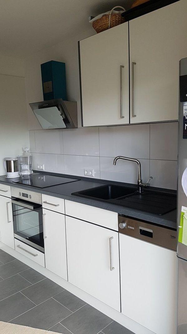 Moderne Küche inkl Geräte grau weiß *6 Monate alt* zu verkaufen ...