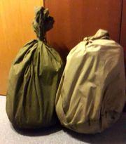 Zelt und Schlafsäcke