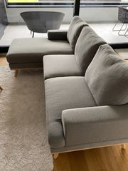 Neuwertiges modernes Sofa mit Long