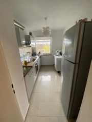 Einbauküche in weiß hochglanz mit