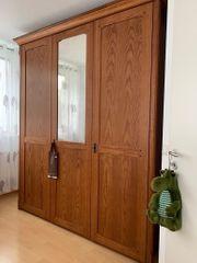 Kleiderschrank aus Pinien Holz