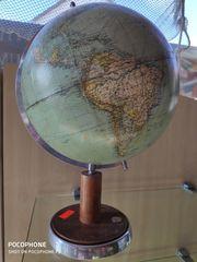 Globus mit Kompass