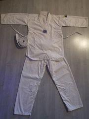 Kampfsportanzug- Taekwondoanzug