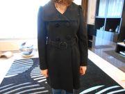 Eleganter Damenmantel der Modemarke GUESS