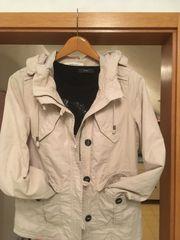 Schöne Jacke von Manguun Größe