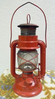 rote Petroleumlampe 25 cm hoch