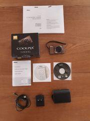 Nikon Coolpix S8000 mit Kameratasche