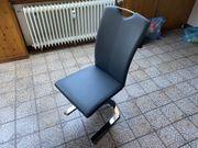 vier Stühle für Esstisch