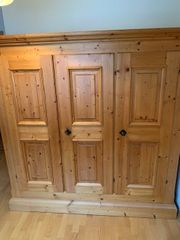 Kleiderschrank Holz