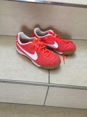 Kinder Hallenschuhe Nike Gr 30