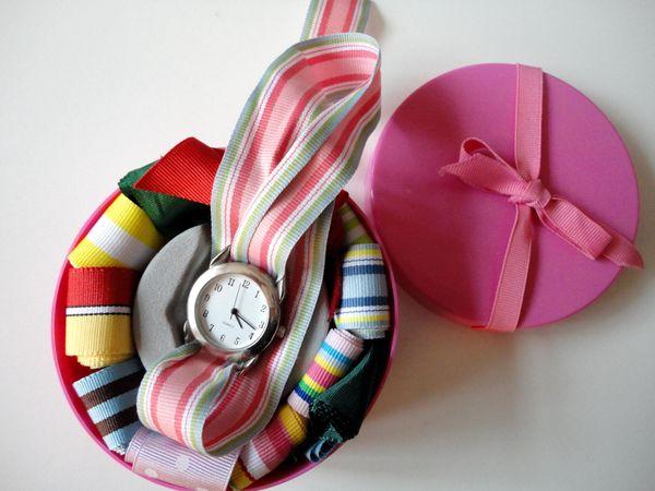 Damen-Armbanduhr mit 13 austauschbaren Bändern