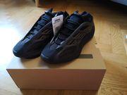 Adidas YEEZY 700 V3 Clay