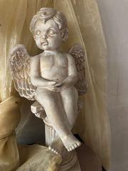 Keramik Engel auf Säule