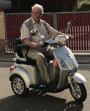 Elektromobil Seniorenmobil Seniorenfahrzeug
