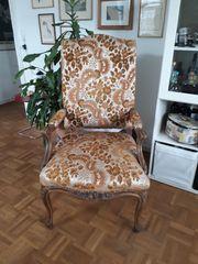 antiker Sessel mit Armlehnen -schön
