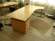 Höhenverstellbarer Schreibtisch mit passenden Rollcontainer
