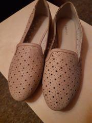 getragene müffelnde Schuhe