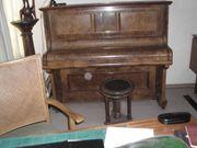 Klavier mit sitzdrehhocker