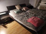 Bett und dazu passender Schrank