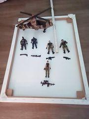 Soldaten-Figuren mit Helicopter und Waffen