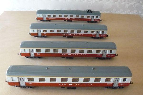 4-teiliger Reisezug der Schweizer Bahn