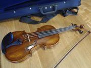 4 4 Geige spielbereit in