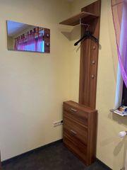 Garderobe mit Schuhschrank und Spiegel