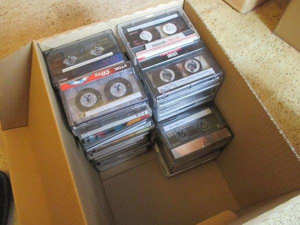 Kiste mit 65 Musikkasetten Leerkasetten