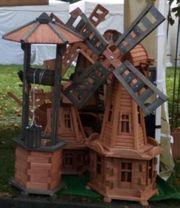 Holzwindmühlen und Gartendeko