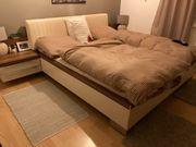 Wunderschönes Schlafzimmer Bett Schrank zu