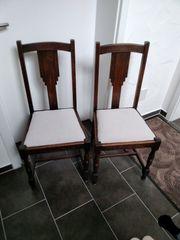2 ältere Holzstühle
