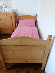 Antikes Bett abgelaugt