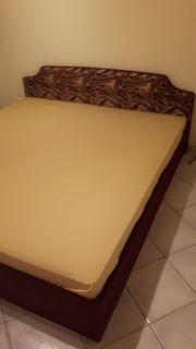 Doppelbett mit Lattenrosten Matratzen und