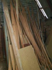 Holzlatten und Bretter