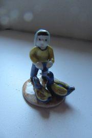Porzellanfigur Junge mit Gänsen