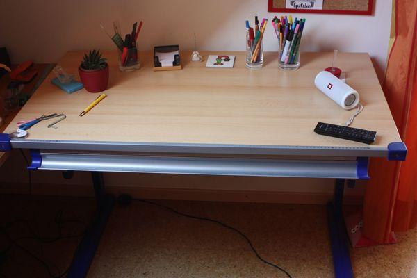 Schreibtisch höhenverstellbar beige Tischplatte Holzfurnier