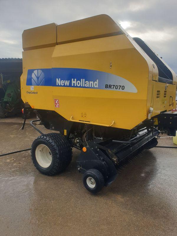 Rundballenpresse New Holland BR 7070