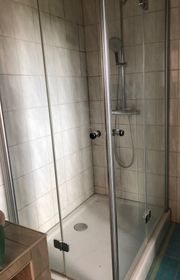 Dusche mit faltbaren Türen Duschwanne