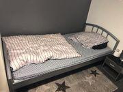 Bett Silber Gerüst mit Matratze