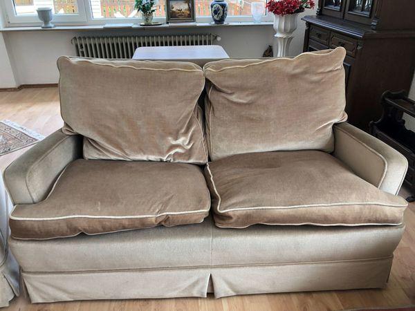 Sitzgarniur beige weiches Material bequeme