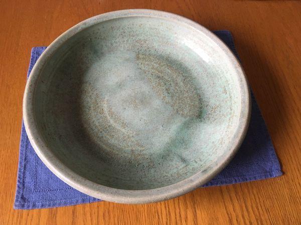 Keramik-Schale von Hand getöpfert