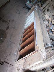 Alte schwere Holztreppe Treppe massiv