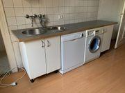 Schöne Einbauküche mit Spülmaschine