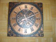 Uhr mit spiegelverkehrtem Ziffernblatt mit
