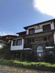 Voll möbliertes zweistöckiges Haus im