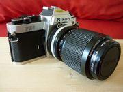 Nikon FE-2 mit Zoom-Nikkor Objektiv