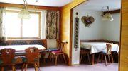 Eckbänke inkl Tischen und Stühlen